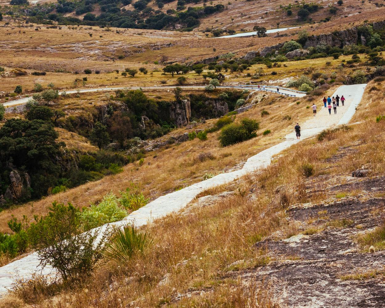 Tour en Cañada de la Virgen, zona arqueologica y asentamiento prehispanico en San Miguel de Allende, Guanajuto, Mexico.