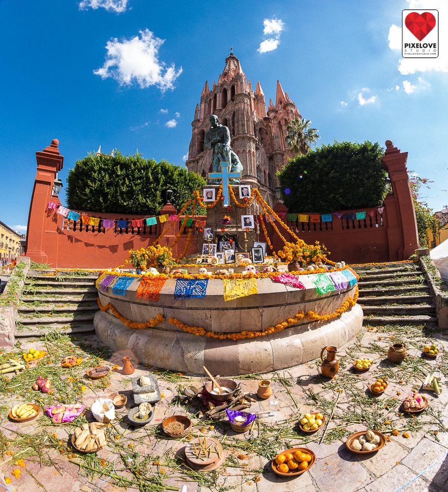 Celebracion del dia de los muertos el 1 y 2 de noviembre en San Miguel de Allende, Guanajuato. Day of the Dead celebration on Novemeber 1st and 2nd in San Miguel de Allende, Guanajuato, Mexico.