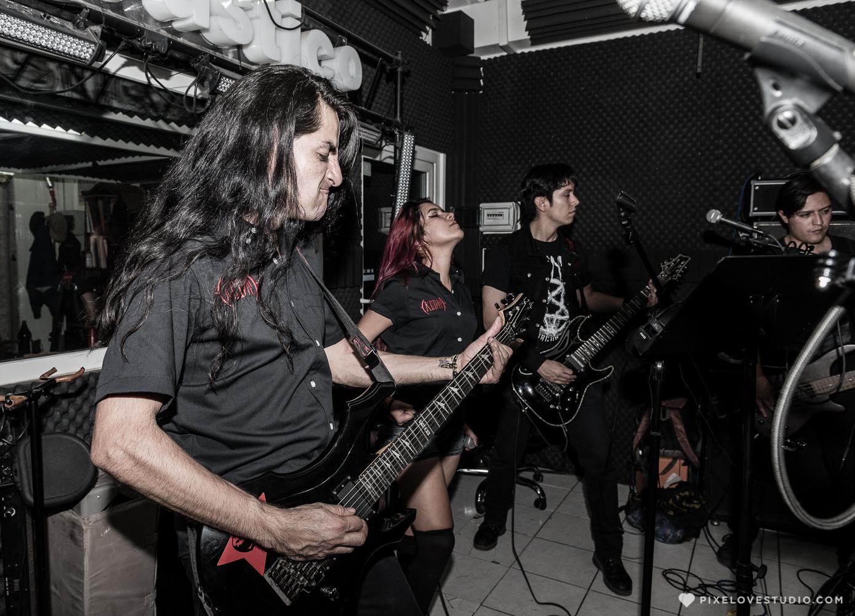 """KEINT, banda de rock-metal originaria de Querétaro lanzó su más reciente disco """"Sin marcha atrás""""."""